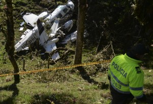Colombian Police custody  the wreckage of a Piper PA-60 Aerostar twin-engine aircraft that crashed on the eve,  on September 12, 2015 near San Pedro de los Milagros , east from Medellin, Antioquia department, Colombia  on September 12, 2015. killing two crew members and injuring another. Two people died when a plane carrying crew members from a film starring Tom Cruise crashed in Colombia, aviation authorities and Universal Pictures said. AFP PHOTO / Raul ARBOLEDA